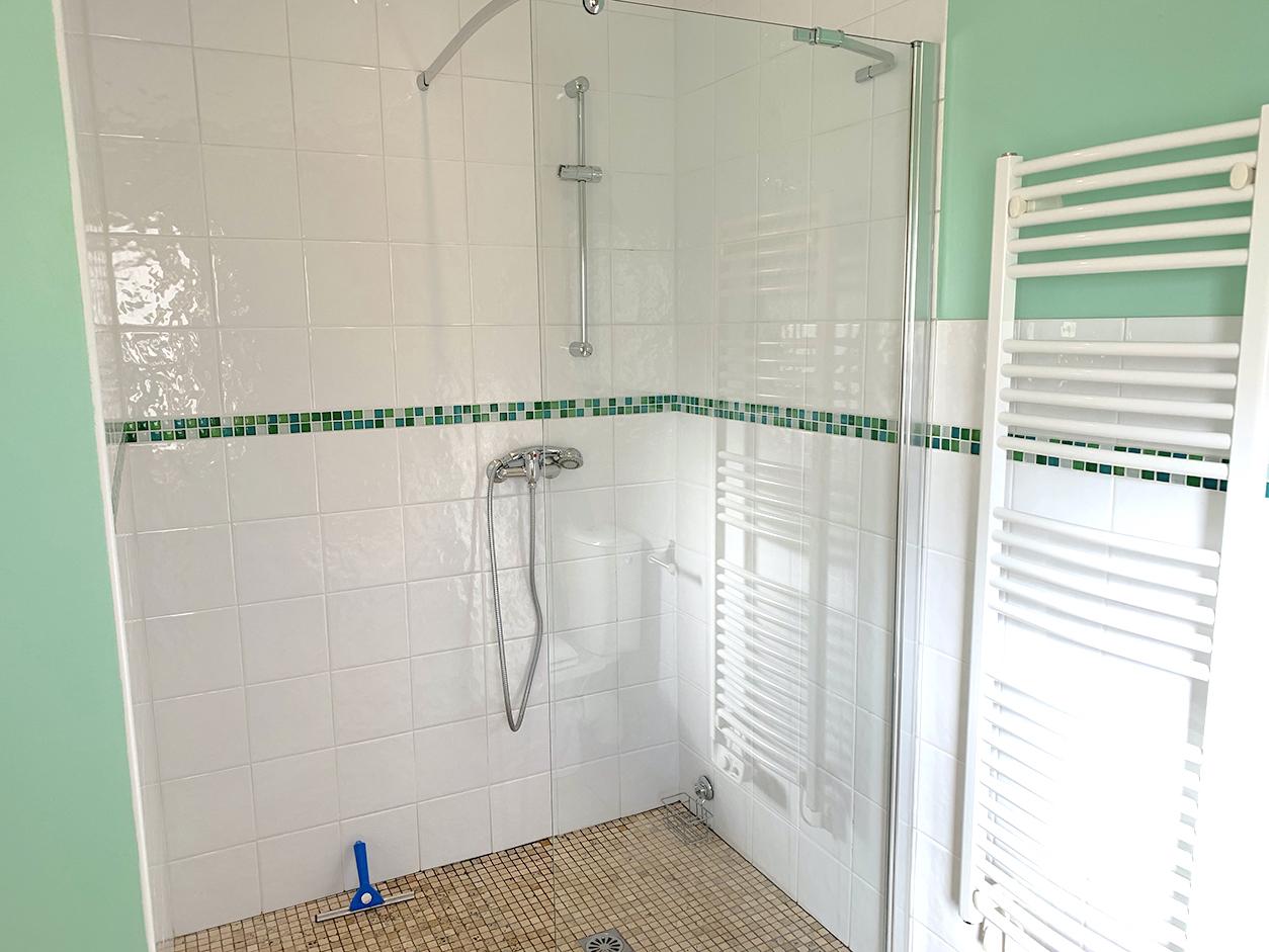 Dordogne gite bathroom