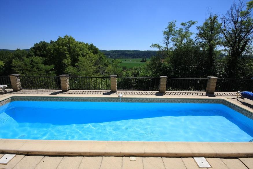 La Petit Baronnie gite Dordogne pool