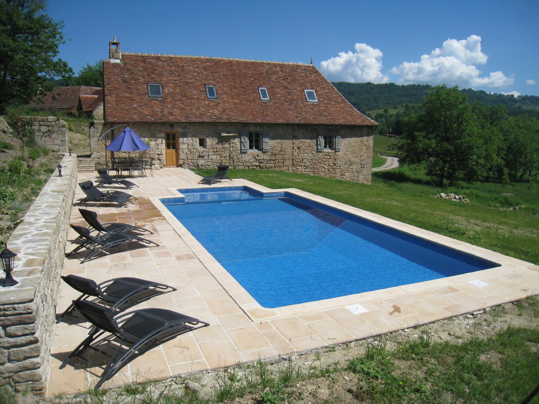 Fleuret Holidays Les Noyers gite Dordogne outdoor pool