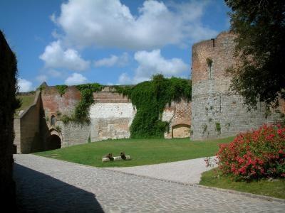 Montreuil Castle